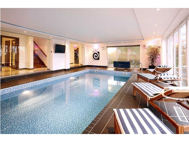 Dream Homes Swimming Pools Gyms And Cinema Rooms