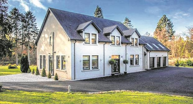 Clyde Valley home with loch included