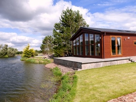 Lochmanor Luxury Lodges, Dunning, PH2 0QN