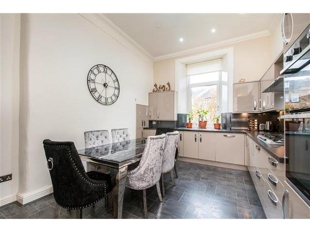 4 bedroom flat for sale, Glencairn Drive, Pollokshields ...