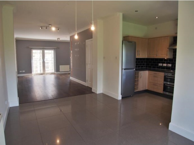 4 bedroom house for rent, Parklands Oval, Crookston ...