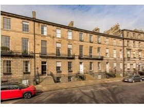 24/2 Abercromby Place, New Town, EH3 6QE