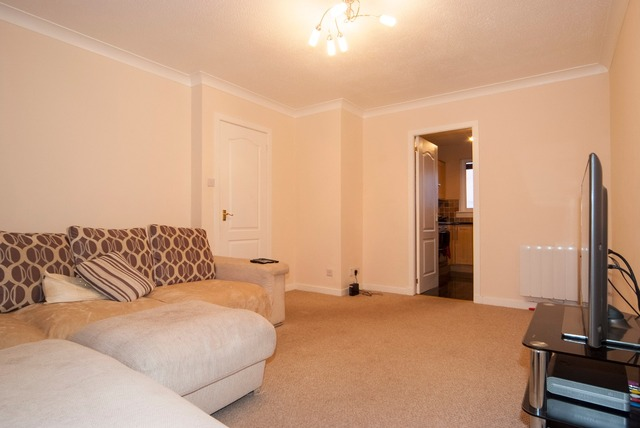 2 bedroom flat for sale 14 castings court grahamston for J j bathrooms falkirk