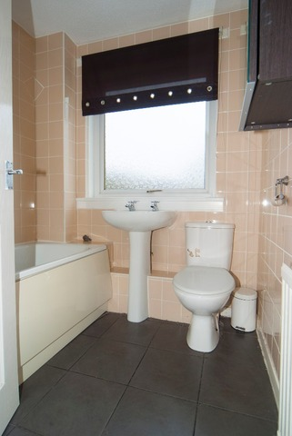 2 bedroom flat for sale 43 lochpark place denny falkirk for J j bathrooms falkirk