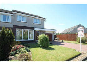 St Andrews Drive, Uphall, Broxburn, EH52 6BX