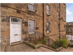 Castle Wynd North, Old Town, EH1 2NQ