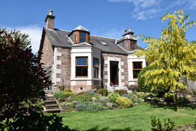 Rosebank Cottage, 25 Union Street, Blairgowrie, PH10 6BL