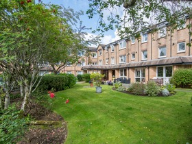 30 Broomhill Gardens, Newton Mearns, G77 5HP