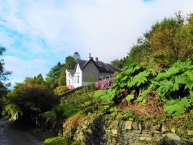 Springhill Cottage, 16 Newton Road, Innellan, Dunoon, PA23 7SY