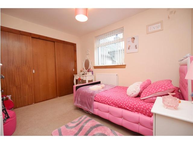 3 bedroom bungalow for sale mercat green kinrossie for Schedule j bedroom description