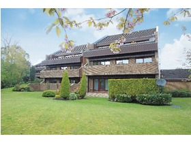 6 Larchfield Court, Newton Mearns, G77 5PL