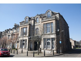 2d Bank Street, Alloa, FK10 1HP