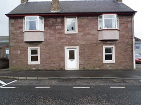 2 Bed Lower Flat  Moray Street, Blackford, PH4 1QF