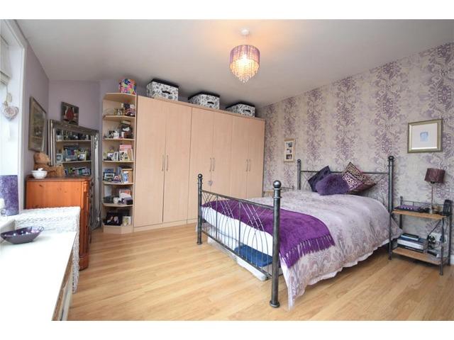 2 bedroom house for sale caledonia crescent gourock for Schedule j bedroom description