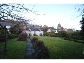 Albert Place, King's Park (Stirling), FK8 2QL