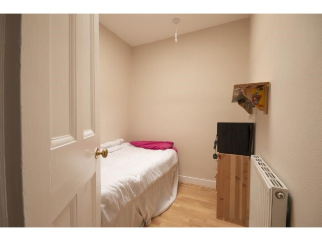 2 bedroom flat for rent, St Clair Place, Easter Road ...