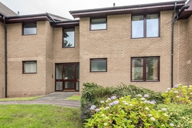 5/4 Wardiefield, Trinity (Edinburgh North), EH5 1RX